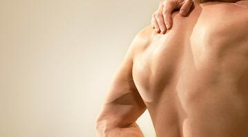 muskuløs mandlig ryg